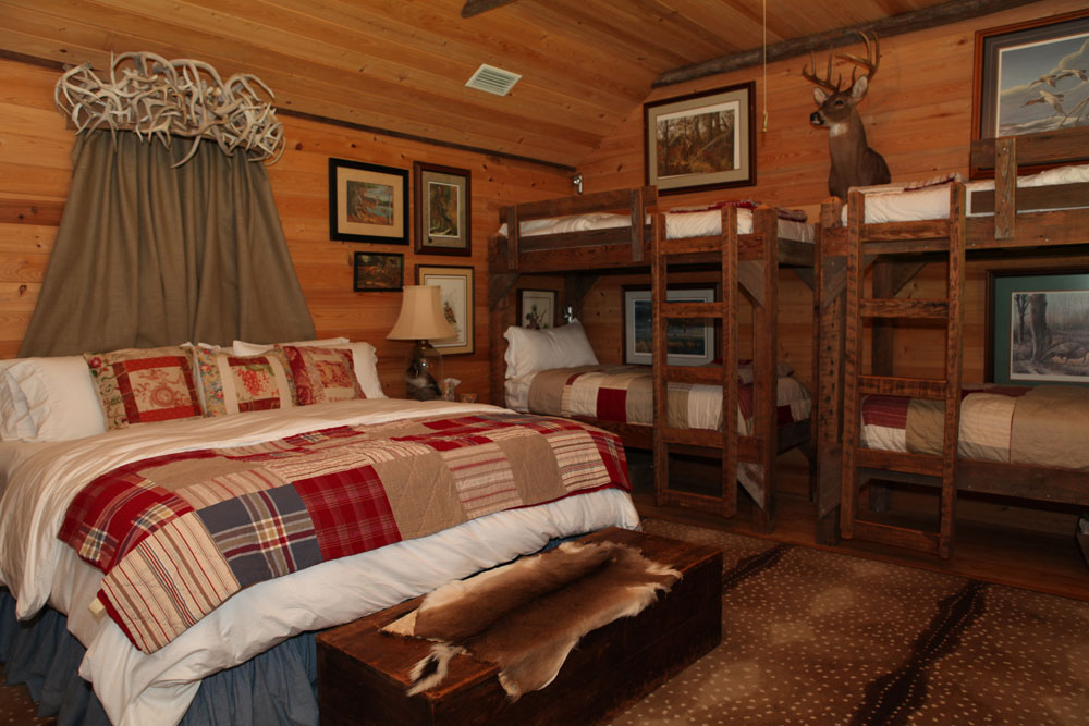 Pheasant Cabin and Deer Cabin: Overnight Accommodations at Ford Farm on